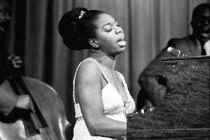 nina-simone-sixties-at-piano-bw